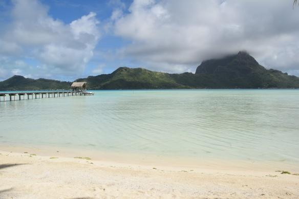 Maisema Bora Boran pääsaarelle meidän bungalon pihasta.