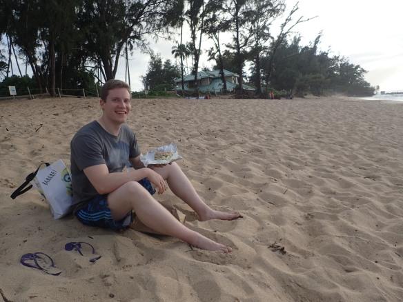 Tyytyväinen mies Hawai'illa.