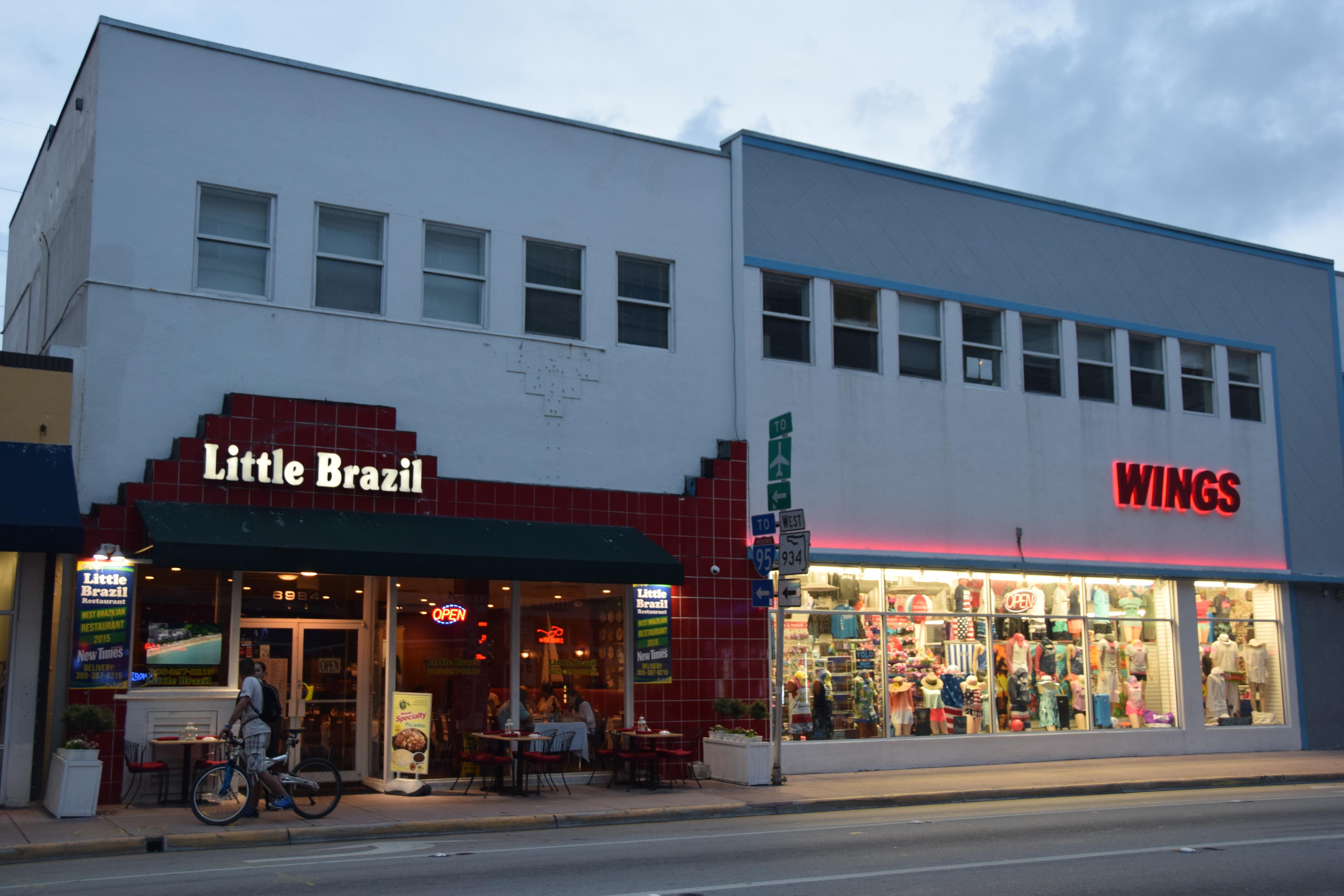 Little Brazil ja souvenir shop meidän hotellia vastapäätä